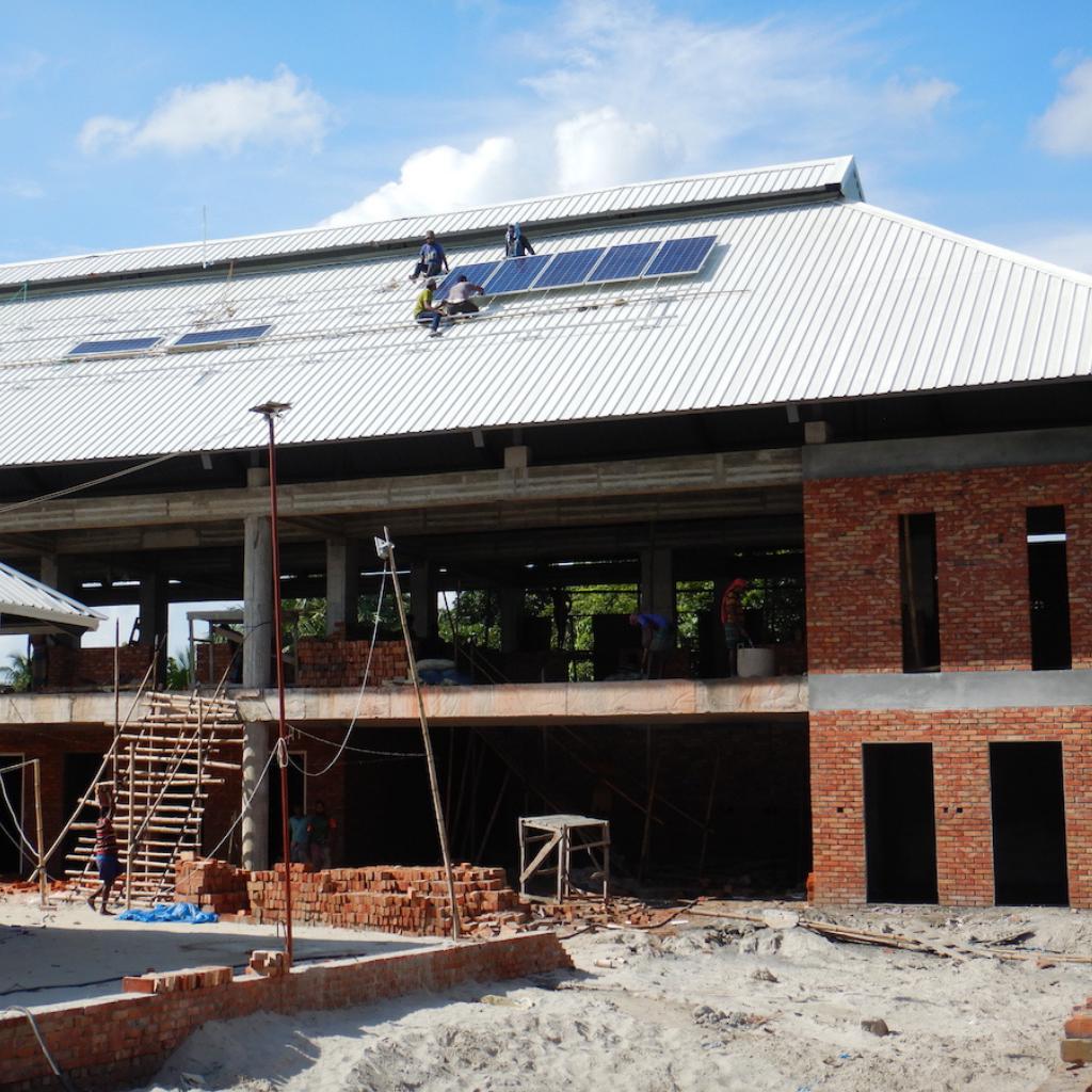 Installation der PV-Anlage am Hauptgebäude